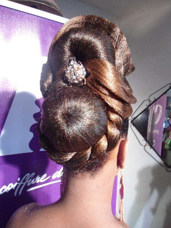 Coiffure cheveux court simple et rapide accessoires coiffure claire s salon voze - Accessoire chignon rapide ...